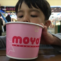 Photo prise au MoYo's Frozen Yogurt par Ryan L. le9/17/2016
