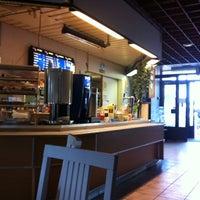 Photo taken at Pizzeria Vaaka by Matti M. on 8/4/2013