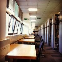 Foto tomada en University of Warwick Library por Faye U. el 6/19/2013