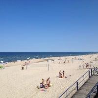 Photo taken at Nidos centrinis pliazas/ Nida Beach by Arturas S. on 7/14/2013