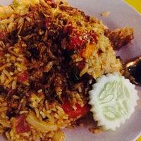 Photo taken at Restoran Nasi Kandar Utara by DSMND /. on 3/30/2016