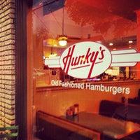 Das Foto wurde bei Hunky's von Oh Hey Dallas am 4/18/2013 aufgenommen