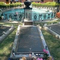5/28/2013에 Mariana A.님이 Elvis's Grave에서 찍은 사진