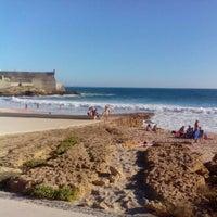 Foto tirada no(a) Praia dos Gémeos por Roseany A. em 10/6/2012