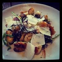 Foto scattata a Coltivare Pizza & Garden da Jen L. il 2/9/2014
