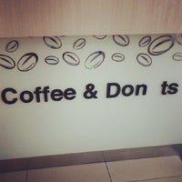 Photo taken at DUNKIN' DONUTS by Seong Jin J. on 10/20/2013