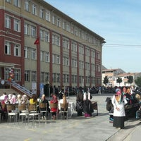 Photo taken at Sultangazi Mimar Sinan İmam Hatip Lisesi by Büşra G. on 6/1/2016