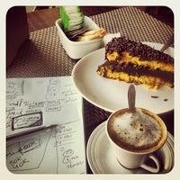 Foto tirada no(a) Chocolate Chocante Confeitaria por Renan C. em 1/11/2013