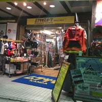 Photo taken at ムラサキスポーツ 神田小川町店 by たけ11 on 2/26/2016