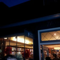 7/6/2013 tarihinde Meee M.ziyaretçi tarafından Ada's Technical Books and Cafe'de çekilen fotoğraf