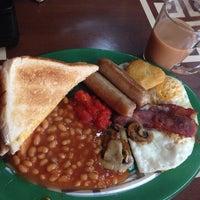 Photo taken at Cafe Freshe by Illy I. on 12/9/2013