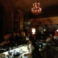 Das Foto wurde bei Doblo Wine & Bar von Sinisa S. am 3/2/2013 aufgenommen