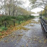 10/30/2012 tarihinde Melanie N.ziyaretçi tarafından Cadman Plaza Park'de çekilen fotoğraf