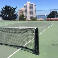 6/16/2013 tarihinde Victor W.ziyaretçi tarafından Alice Marble Tennis Courts'de çekilen fotoğraf