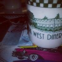 Foto tomada en Park West Diner Cafe por Jessica S. el 6/23/2013