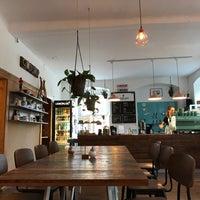 Das Foto wurde bei Buena Vida Coffee Club von Na K. am 7/30/2017 aufgenommen