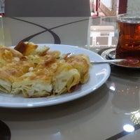 รูปภาพถ่ายที่ Sarıyer Börekçi โดย Didem G. เมื่อ 8/14/2016
