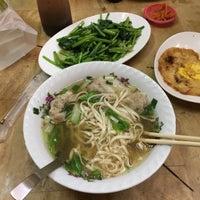 Photo taken at 厚得福餐館 by Jennie L. on 2/6/2017