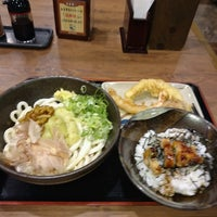 Photo taken at 讃岐製麺 熱田日比野店 by アクショー ビ. on 9/6/2016