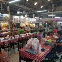 Photo taken at ตลาดโต้รุ่งแม่วิไล@พัทยากลาง by George T. on 8/17/2016