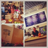 Photo taken at Salad Oz by Eddie F. on 10/7/2013