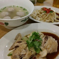 Photo taken at 8 Parkcity Restaurant (8角樓美食中心) by Winnie C. on 2/16/2016