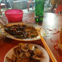 Photo taken at Restoran Sixty Three Kopitiam (63 茶餐室) by Winnie C. on 4/9/2016