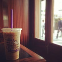 Photo taken at The Coffee Bean & Tea Leaf by MinJi J. on 9/25/2013