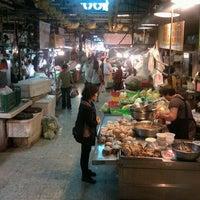 Photo taken at 水仙宮菜市場 Shuei Sian Temple Market by mshima v. on 11/11/2012