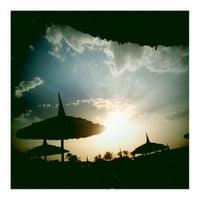 Foto tirada no(a) Beach por Михаил К. em 9/28/2012