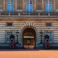 Photo taken at Buckingham Palace by さいにゃん on 5/4/2016