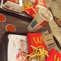 Photo taken at McDonald's/McCafé by Angel L. on 11/13/2015