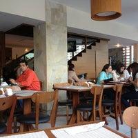 Photo taken at 101 Restaurante e Lounge by Vanessa S. on 7/11/2013