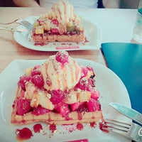 Photo taken at Çıtır Waffle - Edem by Ayşenur Ç. on 8/25/2015