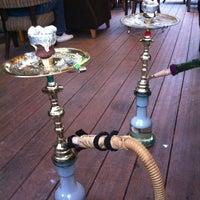 Das Foto wurde bei Kafes Cafe & Nargile von Duygu A. am 3/31/2013 aufgenommen
