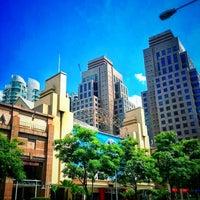 Foto scattata a Great World City da ËℓϑᎥĘŠ il 2/6/2013