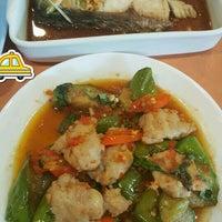 Photo taken at ร้านอาหารปราสาททอง by สิริพร ช. on 2/22/2017