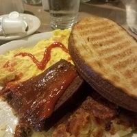 Das Foto wurde bei Penrose Diner von trish h. am 2/4/2018 aufgenommen