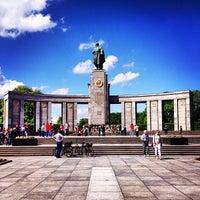 5/9/2013 tarihinde Polina S.ziyaretçi tarafından Sowjetisches Ehrenmal Tiergarten'de çekilen fotoğraf