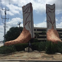 Photo taken at World's Largest Cowboy Boots by Musa K. on 6/30/2017