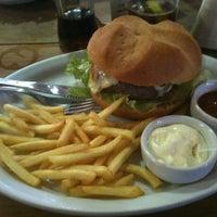 Foto tirada no(a) Restaurante Girassol por W. P. em 5/11/2013