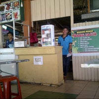 Photo taken at Warung Seafood Bang Pasha by Yulius A. on 9/5/2013