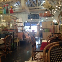 Foto tomada en Cafe Midi por Sarah M. el 12/6/2013