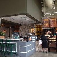 Foto tirada no(a) Uprising Muffin Company por Bill R. em 6/22/2014