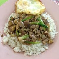Photo taken at กุ๊กเตี้ย…เมืองอุบลฯ อาหารตามสั่ง by Jim M. on 11/6/2013