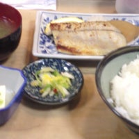 Photo taken at 魚幸 by Yoshiyuki K. on 11/13/2013