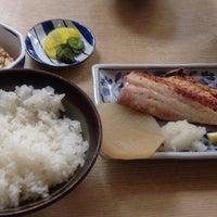 Photo taken at 魚幸 by Yoshiyuki K. on 8/1/2013