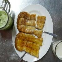 Photo taken at แม่อ้อยขนมปังสังขยา นมสด สาขา 2 by UNN C. on 12/25/2013