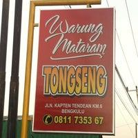 Photo taken at Warung Tongseng Mataram by Evalyani A. on 7/21/2014