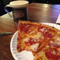Das Foto wurde bei Greenville Avenue Pizza Company von Don M. am 1/26/2013 aufgenommen